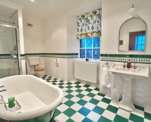 Ensuite to large bedroom in main house