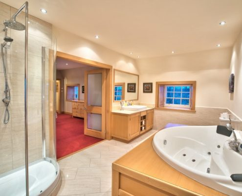Master bedroom ensuite showing radio